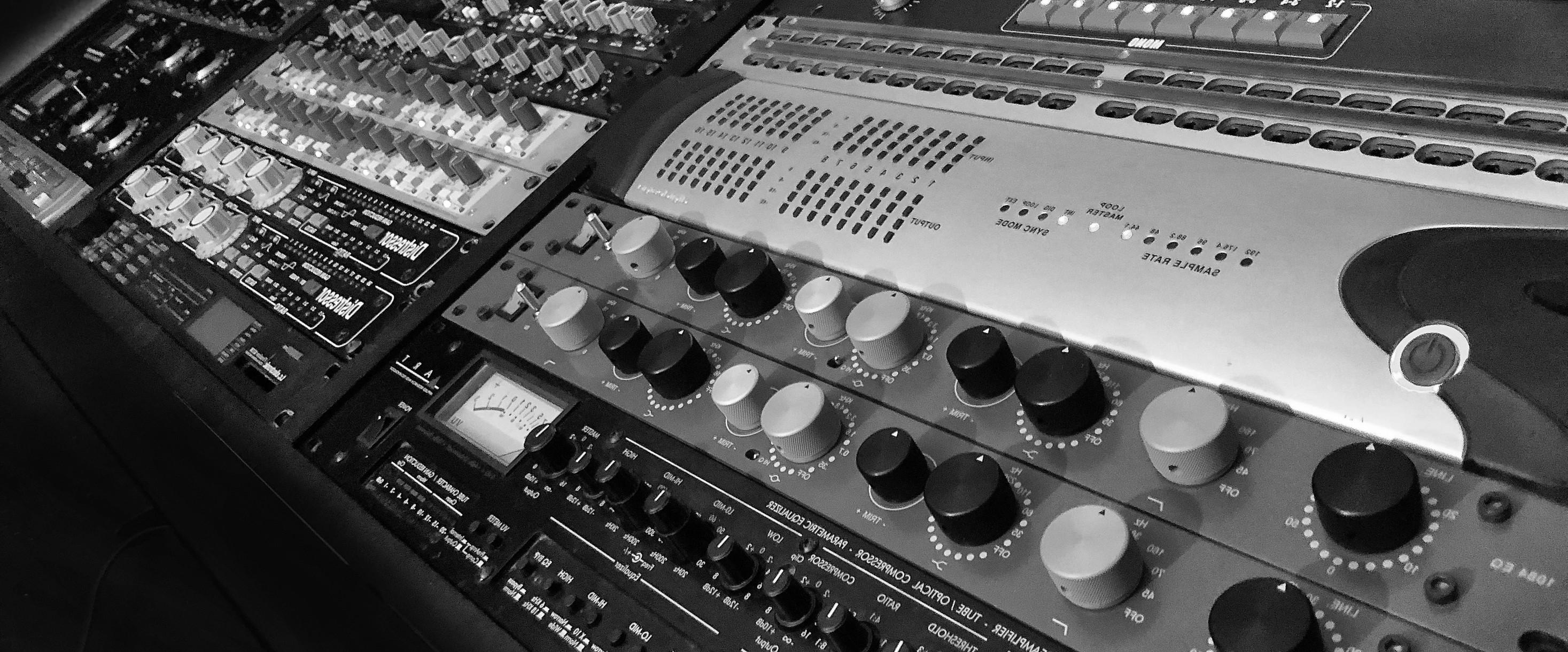 Studio Gear 1_4.jpg