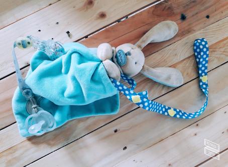 Astuces : les sangles anti-chutes pour biberon, doudou, jouets de bébé...