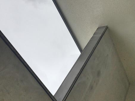 Maison contemporaine en brique                  en cours de construction