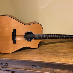 Chatelier D. Fornara Model n°0034 2012, Cedro/Curly Walnut, diapason 633 mm, nut 47 mm. La MIA chitarra, quella di tanti concerti, quella consumata, amplificata con pick-up Schertler M-AG6.