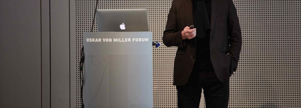 Prof. Florian Adler, Geschäftsführender Gesellschafter adlerschmidt gmbh kommmunikationsdesgin