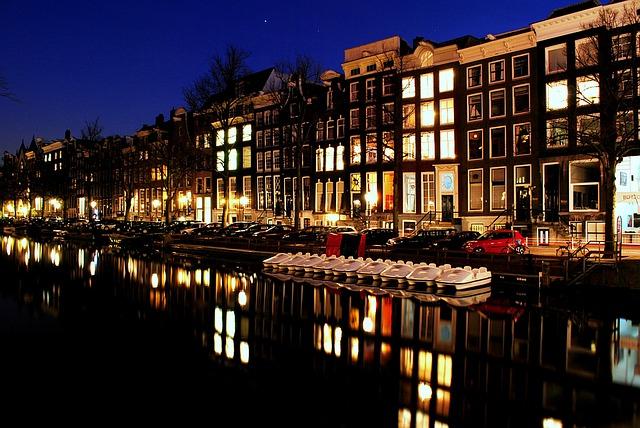 アムステルダムで発売