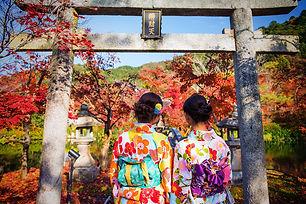 JapanFallFoliage-girls.jpg