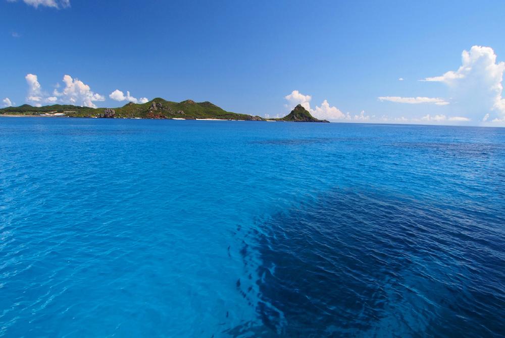 海から島を