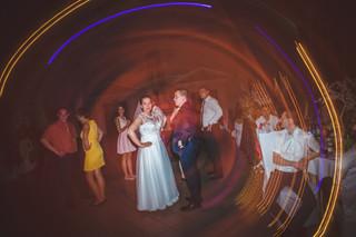 Para podczas zabawy na weselu Wojciech i