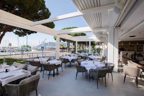 SKY LOUNGE restaurant 3b.jpg