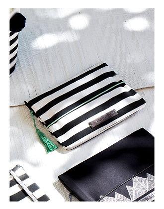 Mara Mea Windeltasche modern hippie off-white/ black striped 26x18cm