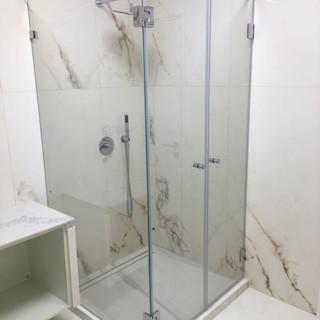 מקלחון פינתי