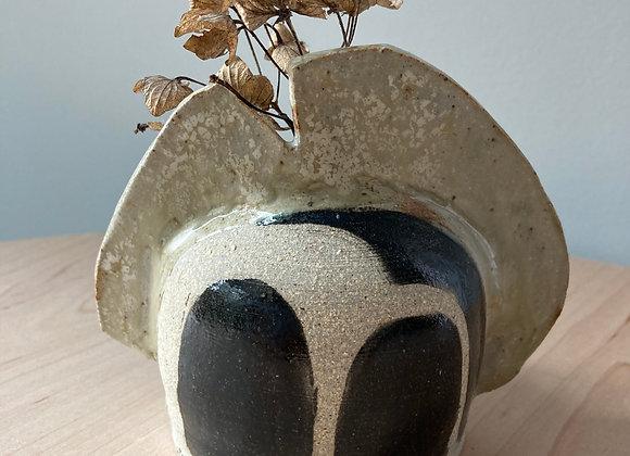bud vase black shield