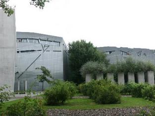 只能在平面上觀看的建築-Jews Museum