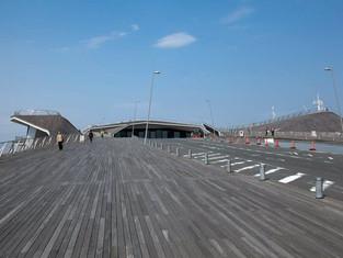 上下連結的屋頂──Osanbashi Yokohama terminal