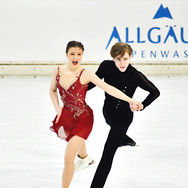 Natalie D'Alessandro and Bruce Waddell performing their free dance at the 2020 Bavarian Open.