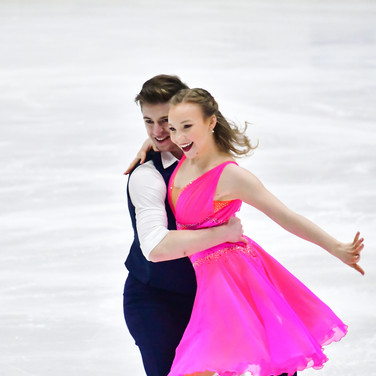 Amanda Peterson / Maximilian Pfisterer performing their rhythm dance at the 2020 Bavarian Open.