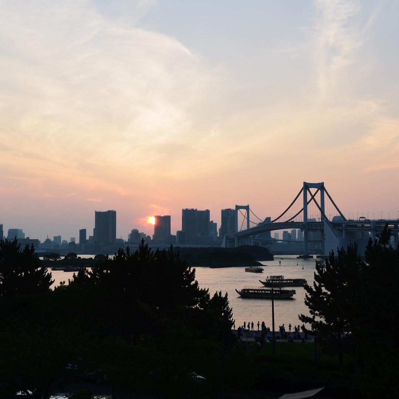 The view on the Rainbow Bridge from Odaiba.