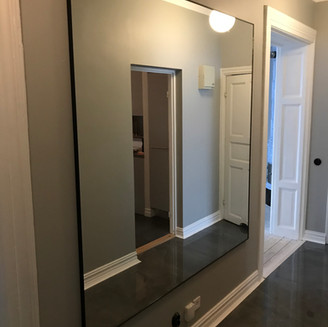 Spegel svart ram