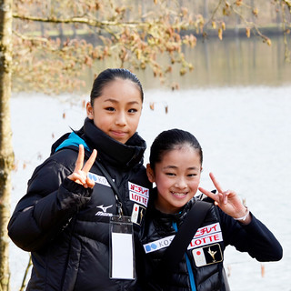 Mako Yamashita and Rinka Watanabe walking around the lake outside the ice rink.
