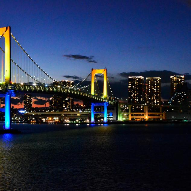 Night view on the Rainbow Bridge.