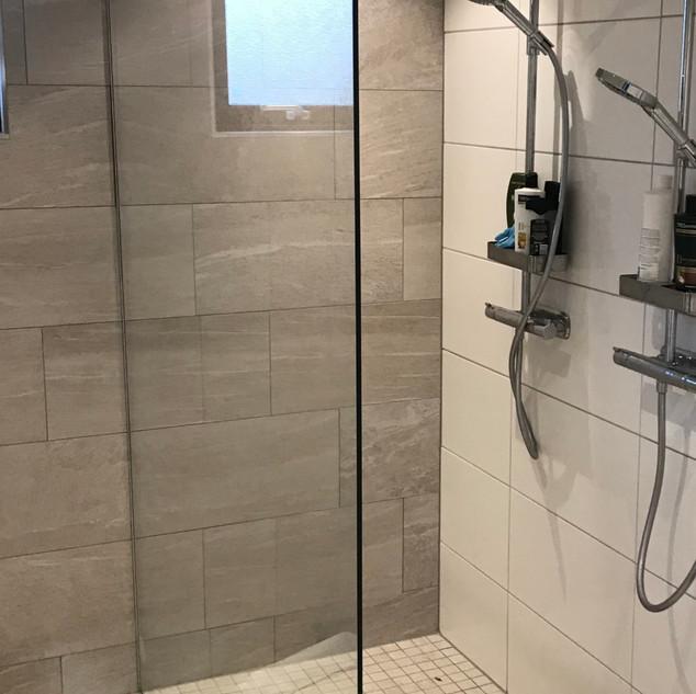 Självrengörande duschvägg