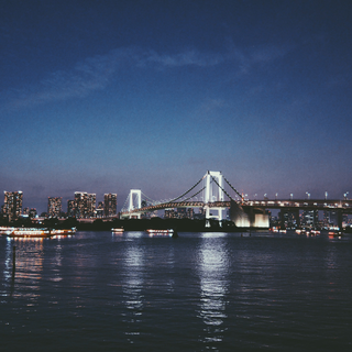 The view on the Rainbow Bridge from Odaiba.