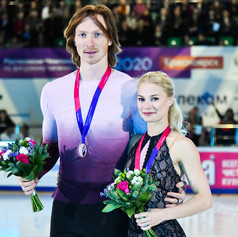 Evgenia Tarasova / Vladimir Morozov during the Medal Ceremony at the Russian National Championships 2020.  Евгения Тарасова / Владимир Морозов во время награждения на Чемпионате России 2020.