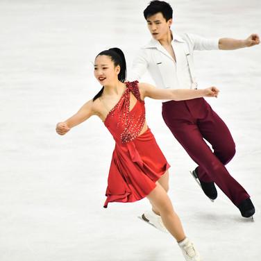 Miku Makita and Tyler Gunara performing their free dance at the 2020 Bavarian Open.