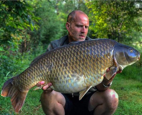 42lb Common carp - Les Gravelles carp fishing holidays in france