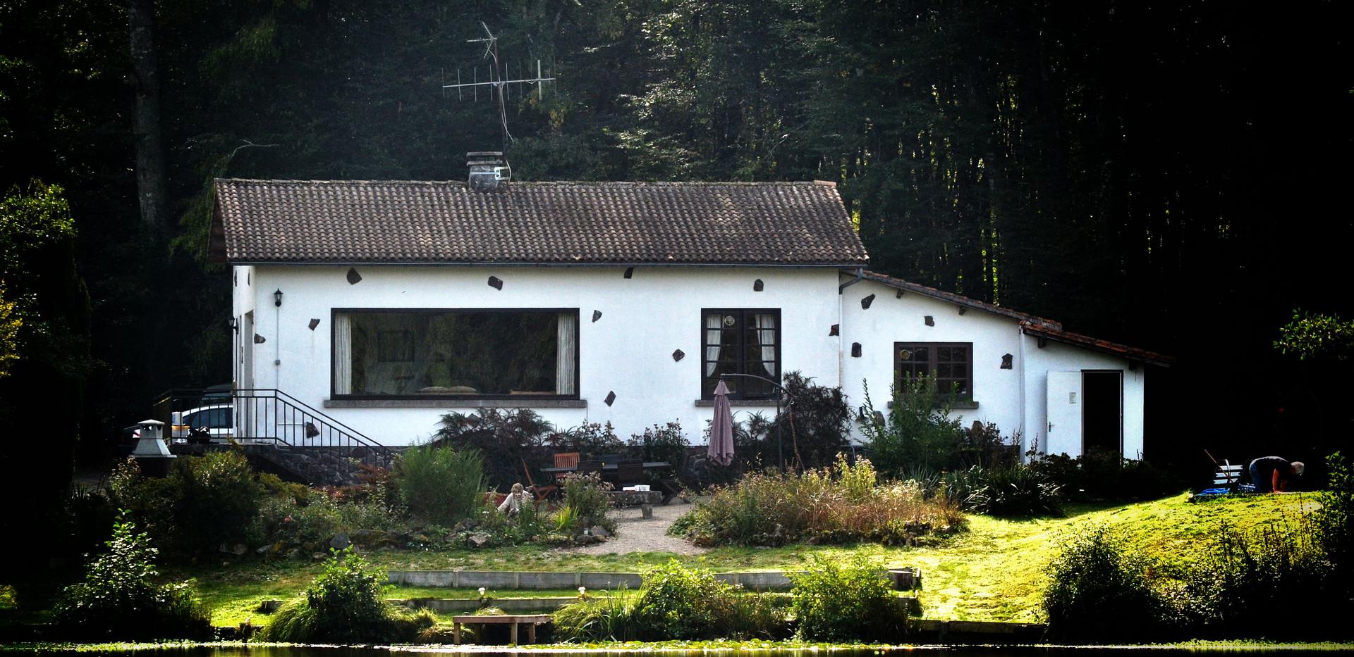 Les Gravelles House by lake