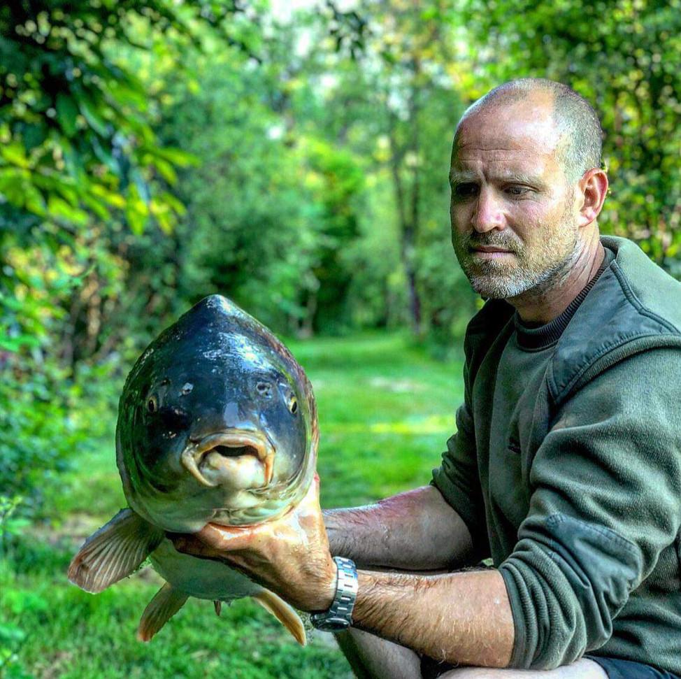 53lb Mirror - Les Gravelles carp fishing holidays in France