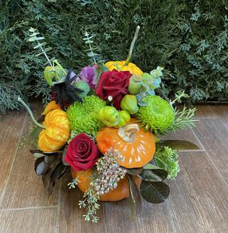 2021_pumpkin_vase_flowers
