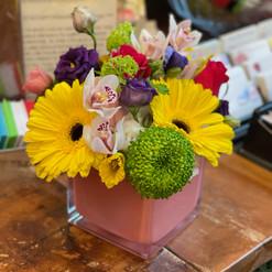 2021_colourful_flowers_vase