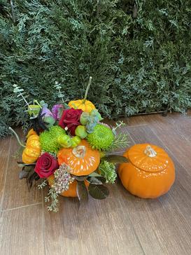 2021_halloween_pumpkin_fall-Vas_arrangement_flowers
