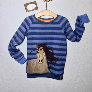 Raglan sweater mit Pferdeapplikation