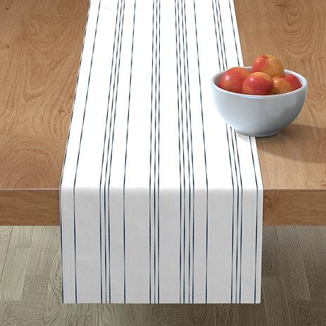 8706148-table-l.jpg