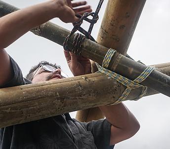 Amarração temporário de bambu