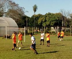 Jugando fútbol en CMT