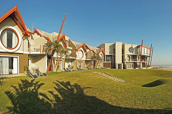 beach-lodge-swakopmund-view-of-rooms-590x390