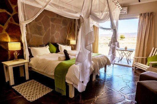the-elegant-desert-lodge