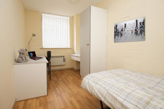 bedroom in parr court liverpool