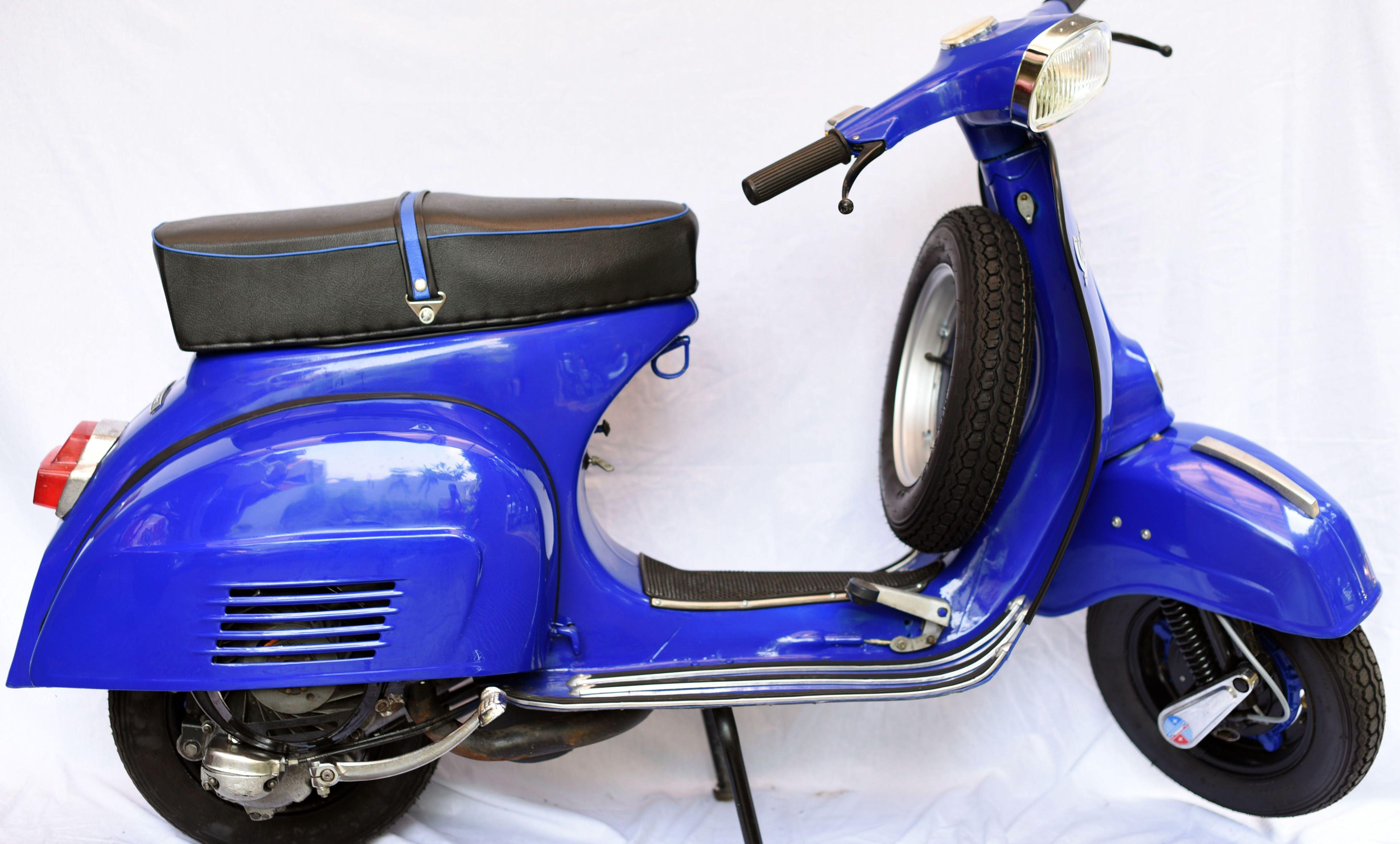 2 1976 Blue Purple Vespa Super 150 Worldwide Vintage Vehicles