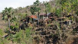 Lipah, The Hill