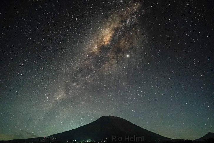 Sternenhimmel über dem Agung