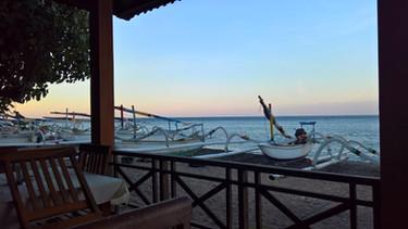Im Restaurant am Strand