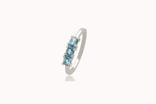 Sterling Silver 3 London Blue Topaz Oval Ring