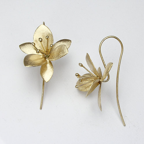 Clematis Flower Earrings - Brushed Yellow Gold