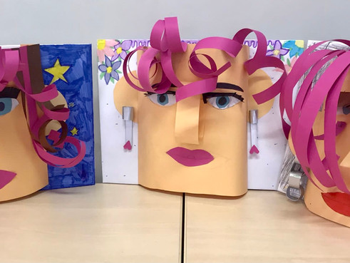 Klasse 4a stellt 3D Gesichter in Kunst her