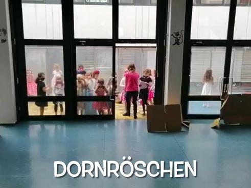 """Theaterstück """"Dornröschen"""" von Kindern der Betreuung"""