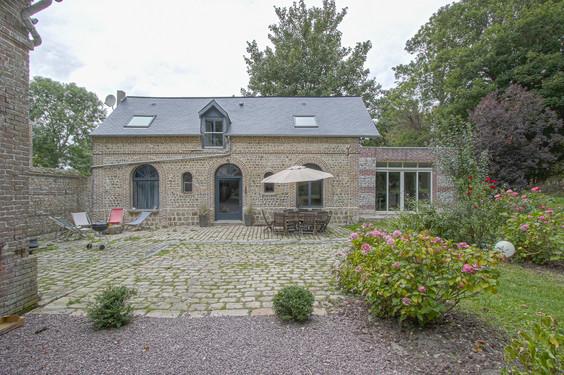 Le-petit-chateau-de-conteville-1.jpg
