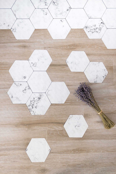 Change the floor of your house with self-adhesive tiles with Sébastien Robert