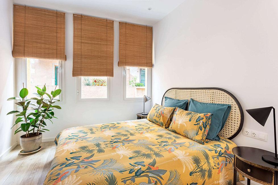 Espectacular dormitorio de invitados con juego de cama de la Redoutte