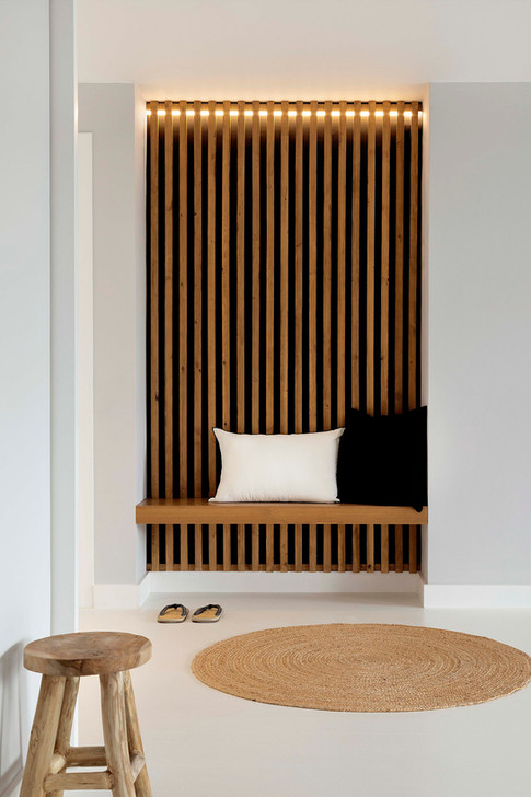 recibidor-madera-banco-sauna-japandi-hom